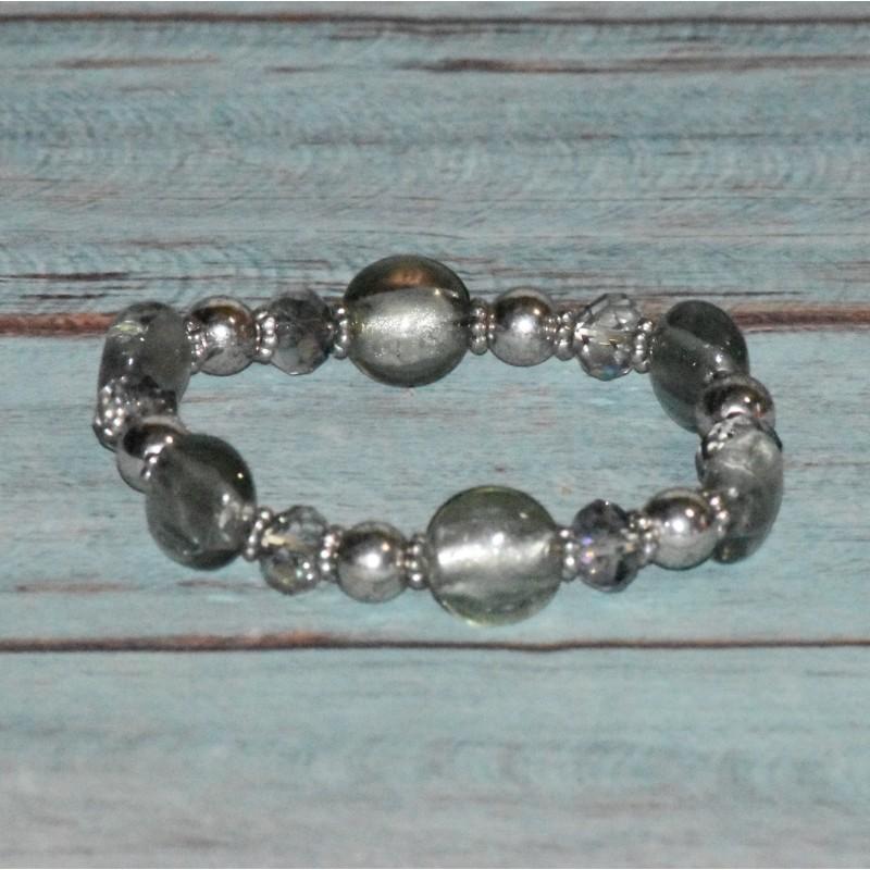 Bracelet en perles de cristal et verre, gris