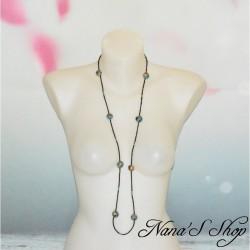 Long collier en perles de rocaille et fimo, couleur et or